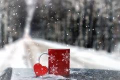 Le symbole du coeur rouge d'amour et de fidélité forment comme cadeau pour Valentine Day Image libre de droits