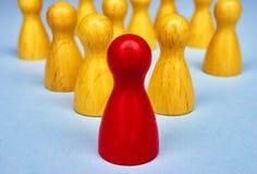 Le symbole pour la direction avec le jeu figure en jaune et rouge Photo stock