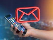 Le symbole rouge d'email a montré sur une interface futuriste - le message a Image stock