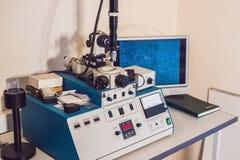 Le système gravure à l'eau-forte d'ion pour le solide prélève la préparation pour l'électron MI images libres de droits