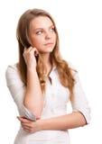 Le tänkande kvinna som ser på copyspace arkivfoton