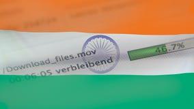 Le téléchargement introduit sur un ordinateur, drapeau d'Inde banque de vidéos