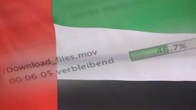 Le téléchargement introduit sur un ordinateur, drapeau des Emirats Arabes Unis banque de vidéos