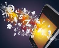 Le téléphone intelligent émet des lettres, des nombres et la fumée Photo stock