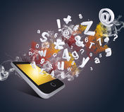 Le téléphone intelligent émet des lettres, des nombres et la fumée Photos libres de droits