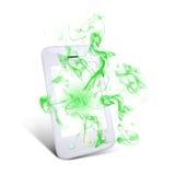 Le téléphone intelligent blanc émet la fumée verte Photographie stock libre de droits