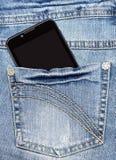 Le téléphone intelligent est dans la poche de blues-jean Image stock
