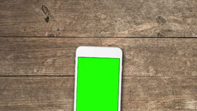 Le téléphone portable avec greenscreen banque de vidéos