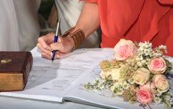Le témoin se connecte un mariage Image libre de droits