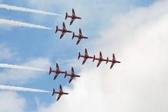 Le T1 de faucon voyage en jet dans la formation de flèche Images libres de droits
