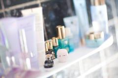 Le Tableau avec la parfumerie et écrème Photo libre de droits