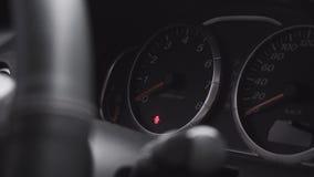Le tableau de bord de la voiture L'indicateur sur le tableau de bord de la voiture Photos stock