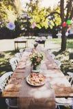 Le Tableau a placé pour une réception en plein air ou une célébration dehors Photos stock