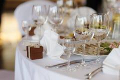 Le Tableau a placé pour une réception ou un dîner de fête Photo stock
