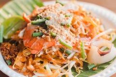 Le tagliatelle tailandesi del cuscinetto tailandese tradizionale dell'alimento Fotografia Stock