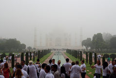 Le Taj Mahal dans le brouillard Photo libre de droits
