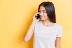 le talande kvinna för telefon Arkivbilder