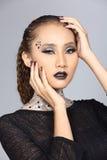 Le talent créatif de fantaisie composent et coiffure sur beau asiatique Photographie stock libre de droits