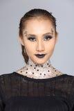 Le talent créatif de fantaisie composent et coiffure sur beau asiatique Image stock