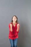 Le 30-talkvinnan som uttrycker motivation och optimism arkivbilder
