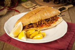 Le tantuni de boeuf de viande est un genre de kebap turc traditionnel Images stock
