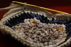 Le tapis est fait du crochet photographie stock