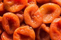 Le tas des fruits s?ch?s au soleil organiques a d?shydrat? des abricots Concept de vegan d'aliments complets d'alimentation saine images libres de droits