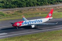 Le taxi d'avion de ligne aérienne d'edelweiss pour décollent Photographie stock