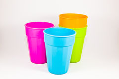 Le tazze di plastica variopinte Fotografia Stock