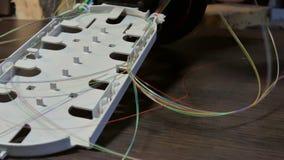Le telecomunicazioni costruiscono il lavoro archivi video