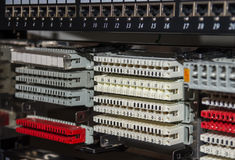 Le telecomunicazioni tormentano con il quadro d'interconnessione e il distribut del telefono Fotografia Stock Libera da Diritti