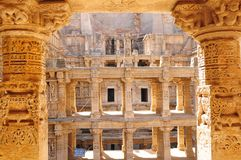 Le tempel et le Waterstorage de grès font un pas bien du ki Vav de ranis dans la PA photo stock