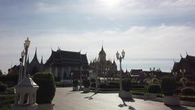 Le temple célèbre de palais de Loha Prasat à Bangkok Thaïlande banque de vidéos