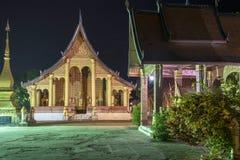 Le temple célèbre pendant la nuit photographie stock libre de droits