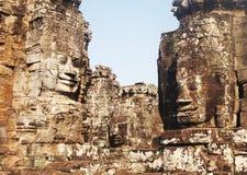 Le temple cambodgien fait face à Bayon Photo stock
