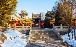 Le temple commémoratif de scène-Yuhua de temple de Jinci (musée) soit couvert de neige photographie stock libre de droits