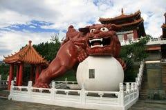 Le temple dans la piscine de Riyuetan, Taïwan Image libre de droits