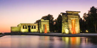 Le temple de Debod à Madrid au coucher du soleil photo stock
