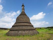 Le temple de Koe-thaung dans Myanmar Photographie stock libre de droits