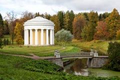 Le temple de l'amitié en parc de Pavlovsk (1780) Russie Images stock