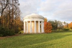Le temple de l'amitié en parc de Pavlovsk Photo stock