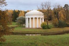 Le temple de l'amitié en parc de Pavlovsk Images libres de droits