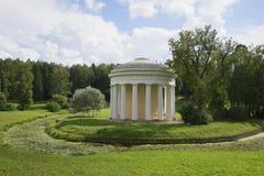 Le temple de l'amour et de l'amitié dans la courbure de la rivière Slavyanka Pavlovsk Photo libre de droits