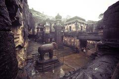 Le temple de la caverne de Kailash ou de Kailasanatha dans Ellora foudroie l'Inde images stock