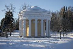 Le temple jour d'amour et d'amitié d'hiver Pavlovsk Image libre de droits