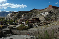 Le temple tibétain montagneux Photo stock