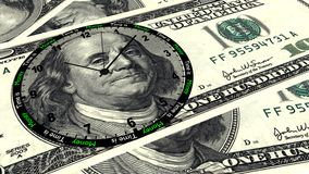Le temps, c'est de l'argent horloge des 100 dollars Images stock