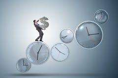 Le temps, c'est de l'argent le concept avec l'homme d'affaires tenant le dollar Photos stock