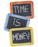 Le temps, c'est de l'argent sur le tableau noir Images libres de droits