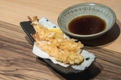 Le tempura de crevette frit par tempura de crevette est un aliment célèbre de secteur d'asakusa photographie stock libre de droits